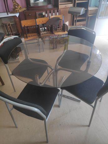 Mesa redonda em vidro com 4 cadeiras