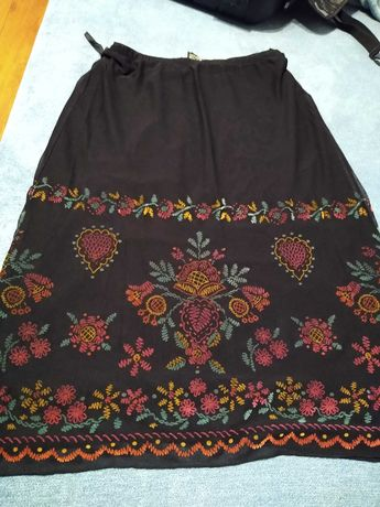 Spódnica z haftem