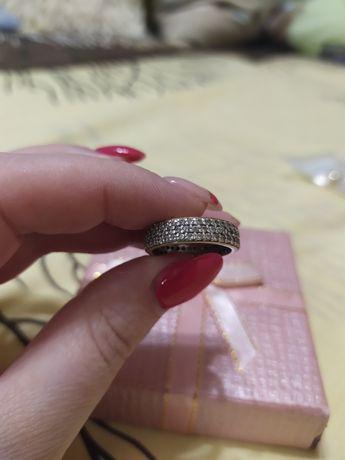 Кільце срібне з цирконієм!