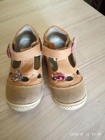 Мешти туфельки на дівчинку