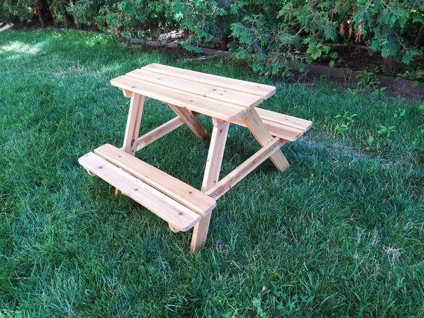 dziecięcy drewniany stolik z dwiema ławeczkami