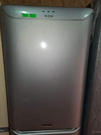 Продам холодильник Арістон з гарантією.