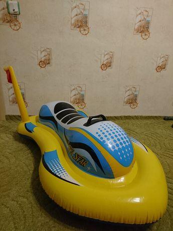 Продам детский надувной скутер Intex, жилет в подарок