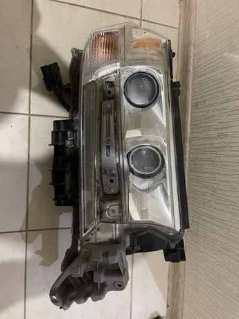Продам правую оригинальную фару Toyota Land cruiser 200 2019года