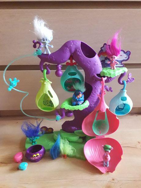Trolle drzewko z figurkami