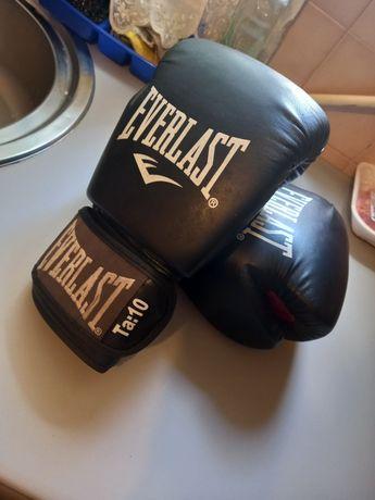 Luvas de boxe usadas