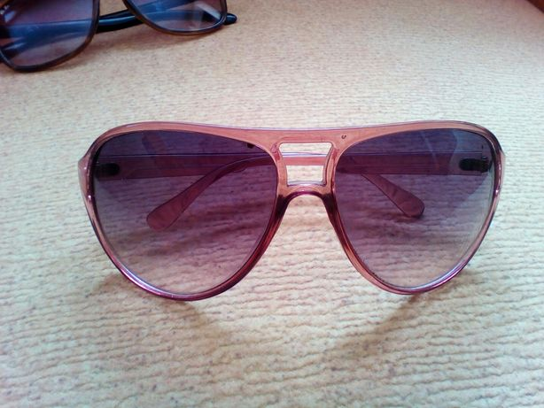 Стильні окуляри від сонця.