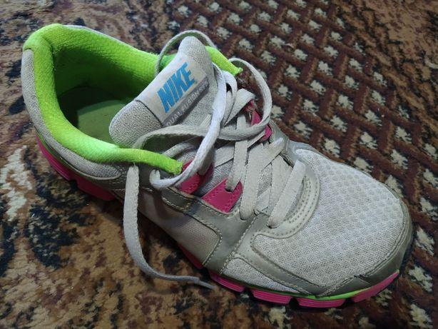 Кроссовки Nike dual fusion st2