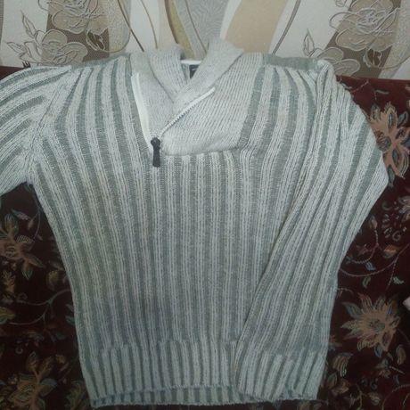 Продам красивый мужской свитер в