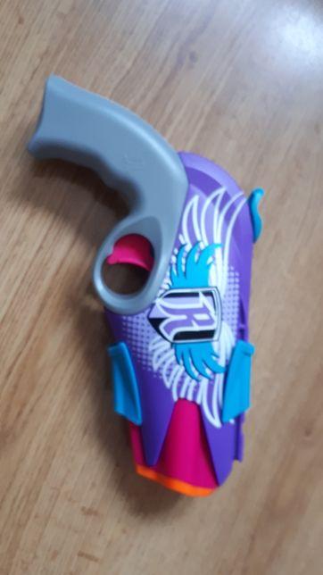 Nerf-zabawkowy pistolet dla dziewczynek.