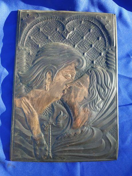 Медная чеканка целующаяся парочка подарок для девушки ретро