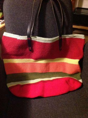 Saco/mala feita à mão em crochet NOVA