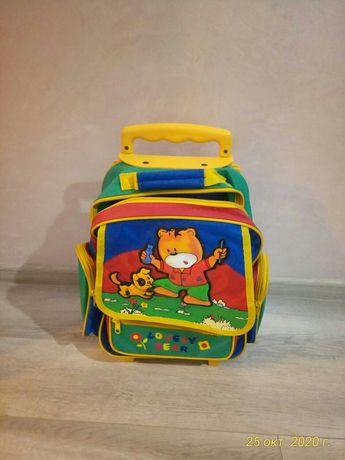 Рюкзак,чемодан.                                .
