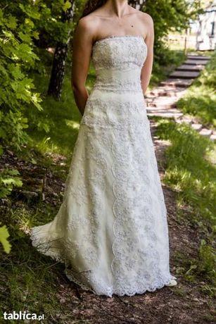 Ekskluzywna suknia ślubna z trenem z hiszpańskiej koronki rozmiar 36