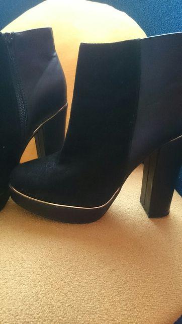 Sprzedam buty,4 pary za 150 zł