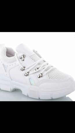 Новенькие недорогие кроссовочки