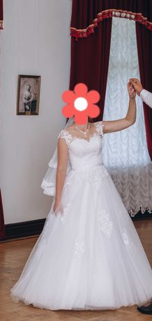 Продаю весільну сукню в дуже хорошому стані