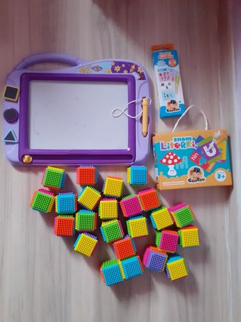 Zabawki tablica klocki