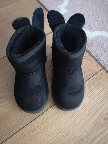 Czarne buciki dziecięce ocieplane futerkiem wewnątrz r. 26