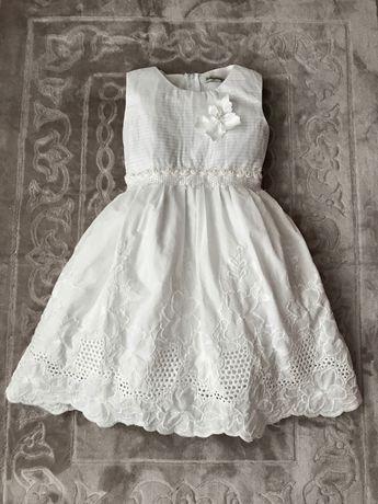 Нарядное белое пышное хлопковое платье 6-7 лет. С вышивкой ришелье