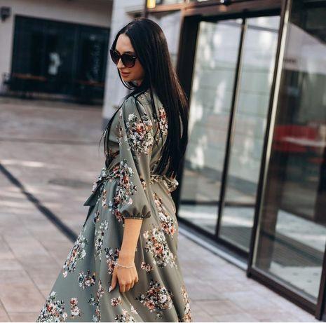 Жіноча сукня з квітковим принтом.