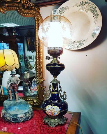 Antigo candeeiro em porcelana francesa. Cenas Galantes. Azul cobalto c