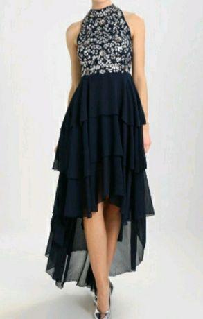 Piękna asymetryczna zdobiona suknia