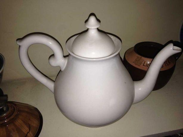 Bule de chá em porcelana antiga