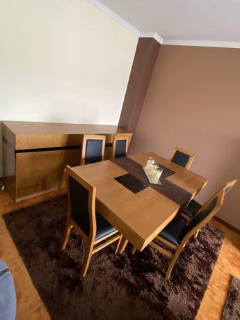 Sala de jantar mais aparador