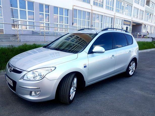 Машина Hyundai i30. Чернигов