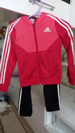 Спортивный костюм Adidas на девочку 7-8 лет
