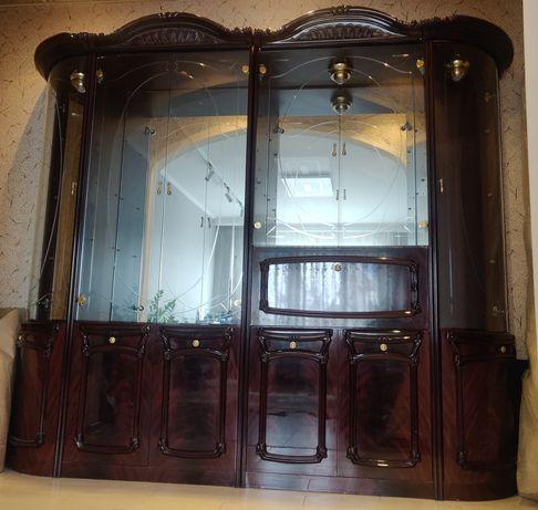 Продаю шкаф, витрина, горка,сервант, стенкав гостиную, Италия.