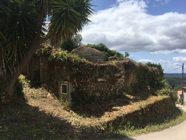 Casa para restauro com terreno em aldeia de Penela