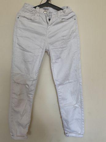 Białe spodnie 152