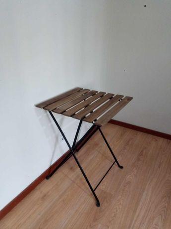 Mesa com altura regulável , dimensões 55 x 54 cm