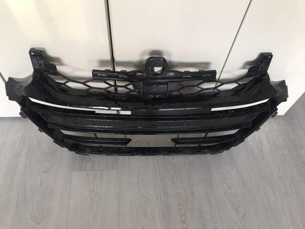 Передняя решетка радиаторов Honda Accord 2018-2020