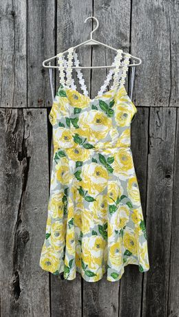 Rozkloszowana sukienka w żółte kwiaty
