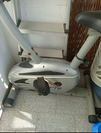 Bicicleta de ginástica em bom estado