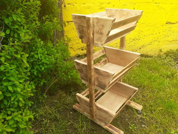 Wózek drewniany lub doniczka
