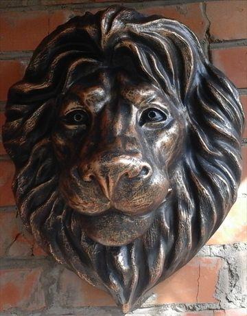 Голова лева барельеф