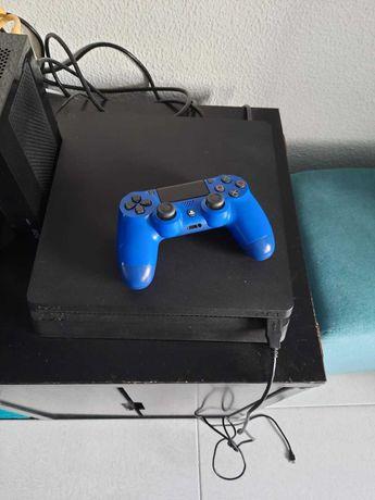 PS4 + 4 jogos  200euros