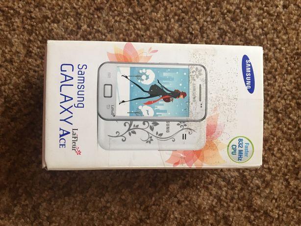 Сенсорний телефон Samsung