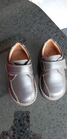 Sapatos pele novos