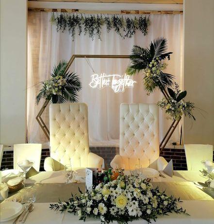 Ścianki dekoracyjne, napisy neonowe, better together, miłość, love