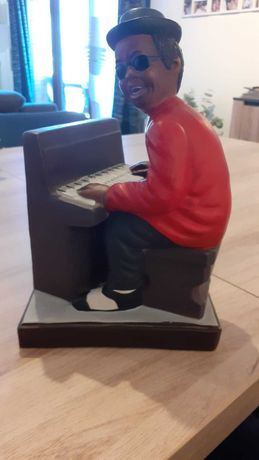 Estatueta de RAY CHARLES no seu piano