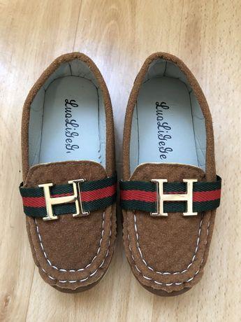 Продам туфли на мальчика 29 размер маломерки