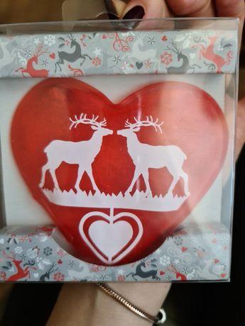 Czerwony ogrzewacz w kształcie  serca