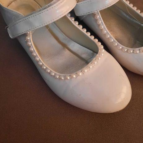 Białe lakierki dla dziewczynki, perelki r 35 z USA pantofelki
