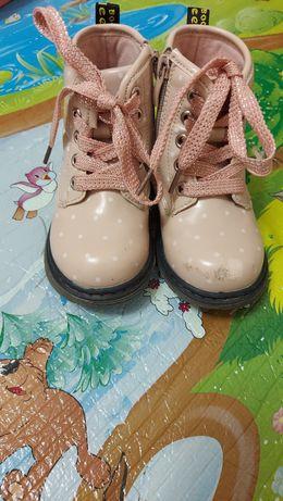 Ботинки демисезон лакированные размер 24