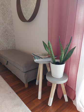 Bancos / mesas de apoio /apoios para vasos em cimento